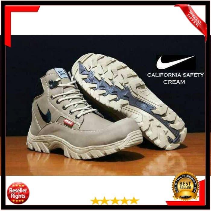 harga Sepatu pria safety boots kerja cowok nike tracking california murah Tokopedia.com