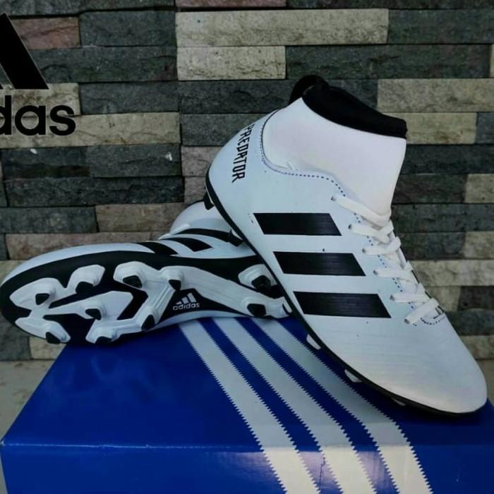 gambar sepatu adidas bola kaki