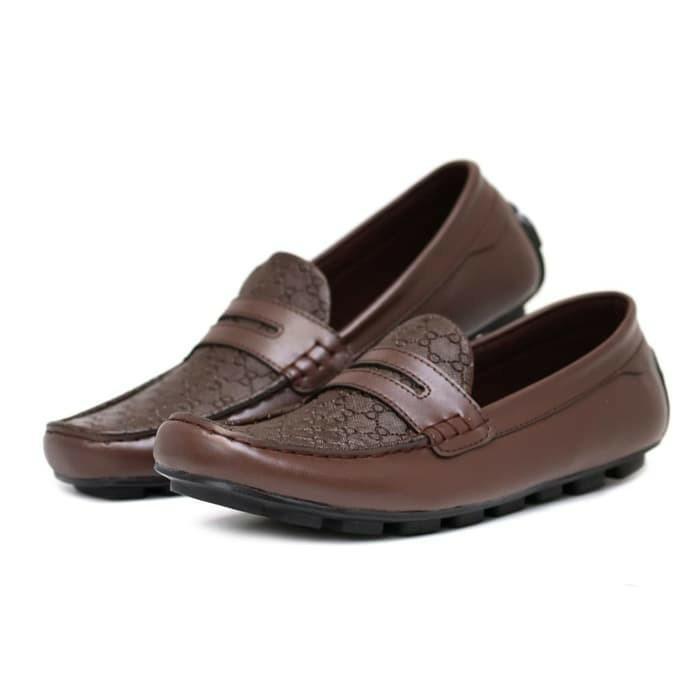 Sepatu slop pria sneakers kasual