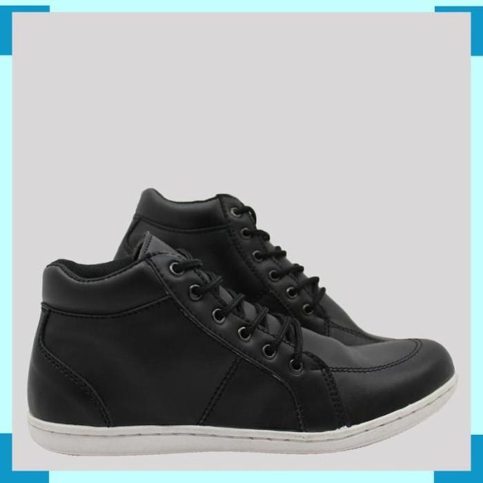 Jual Sepatu Casual Pria Blucrat Goku - Dunia Fashion91  0ae9f33b83