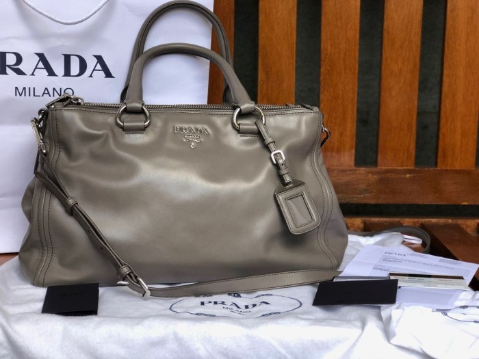 Jual Preloved Prada sling bag. Authentic bawa dari Amerika langsung ... b00b92a077712
