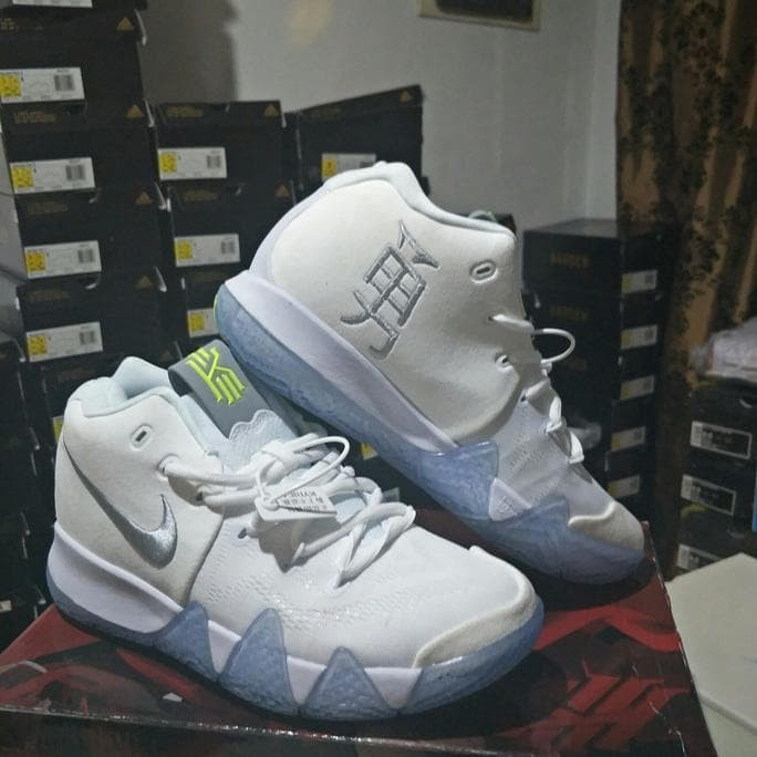 promo code 00b52 f3fa2 Jual jual Sepatu Basket Nike Kyrie 4 White Volt ready - DKI Jakarta - Andaa  Mart   Tokopedia