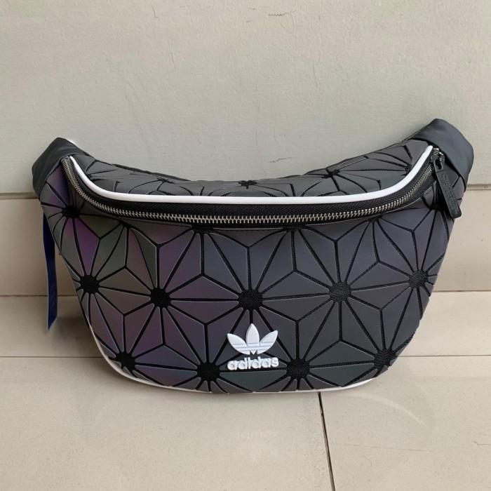 118d3aa24e Jual Tas Waist Bag Adidas BaoBao Issey Miyake Original - Kota Depok ...