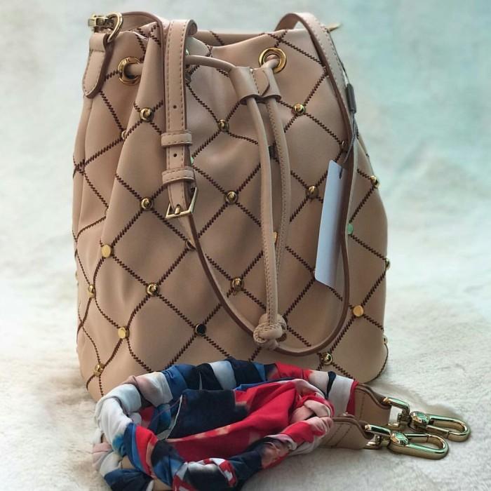 02610a7fe6d8 Jual Tas CK Embellished Quilted Drawstring Bucket Bag - Cream - DKI ...