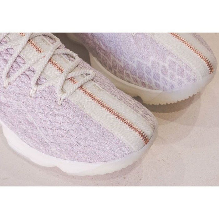 12a6ce4f218 KITH Sepatu Basket Desain KITH X Nike LeBron 15 Rose Gold Lebron Jam