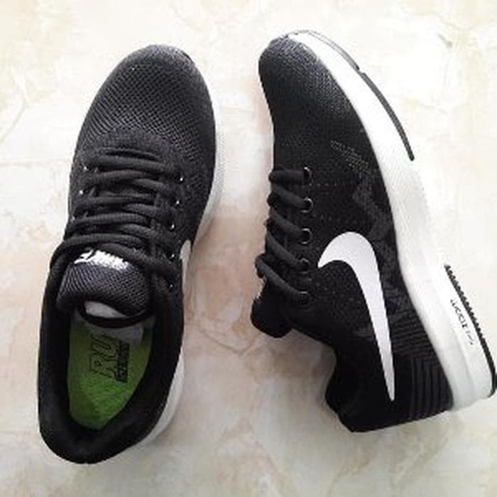 Jual Salee Sepatu Nike Buat Voli Badminton Tenis Pingpong Tenis Meja ... 6c98bd5ed0