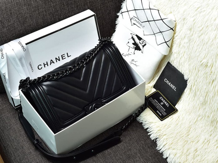 def42b85d72043 Tas Chanel Boy So Black Medium Chevron Hitam Semi Premium AH9006V-6
