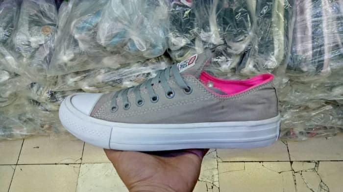 Jual Terlaris sepatu sneakers casual converse chuck taylor abu pink ... 9e2d5bc3f3