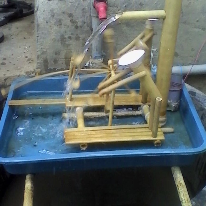 Foto Produk miniatur kincir air bambu dari kajeb