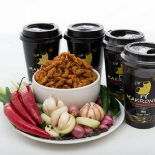 Makronice Keripik Makaroni in cup . Snack Pedas