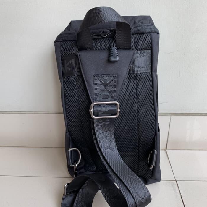Jual Sling Bag   Tas Selempang Oakley Machine Import - horor jakarta ... 200f7e6d82