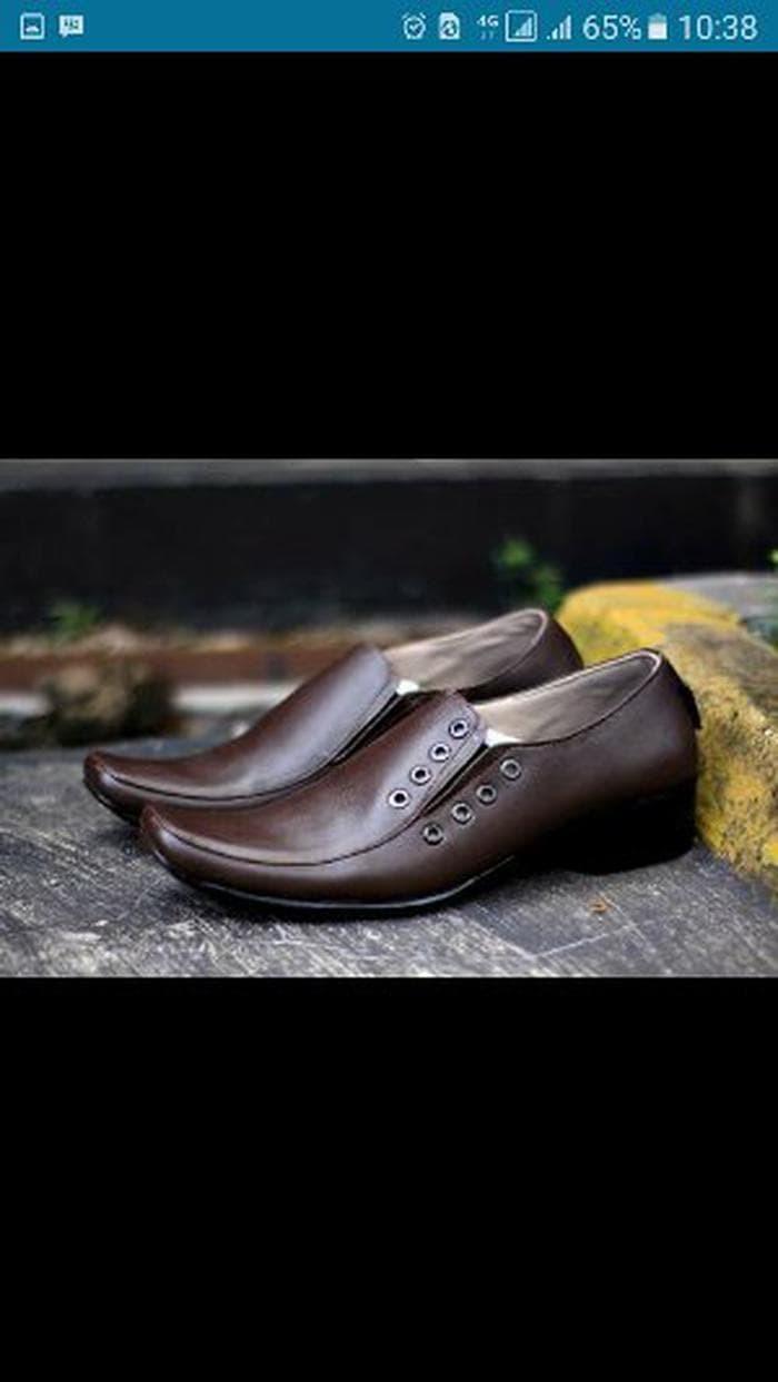 Jual Sepatu Kerja Kantor Formal Pria Clarks Pantofel Kulit Coklat ... 6ce8ecc3d9