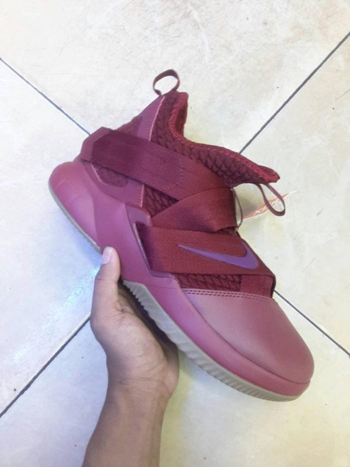 6a433771d11 Jual Sepatu Basket Nike Lebron Soldier 12 Maroon - ridoshop9
