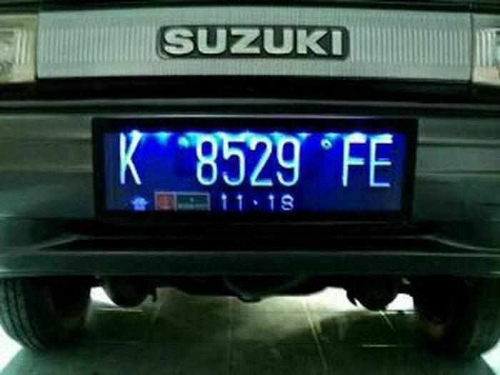 cover plat nomor mobil. cover plat nomor polisi mobil. tempat pla