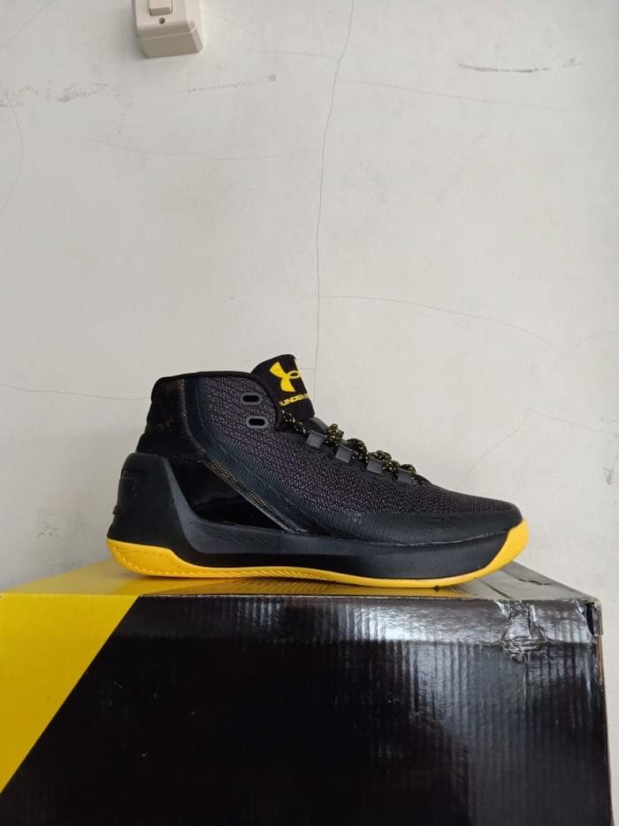a53c7fa00fd4 Jual Sepatu Basket Pria Under Armour S. Curry High Sneakers Olahraga ...
