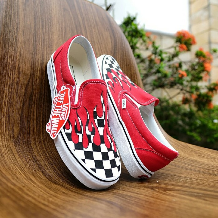 Vans slip on flame checkerboard black racing red. Fashion   Sepatu dan ... 49d2fc5d98