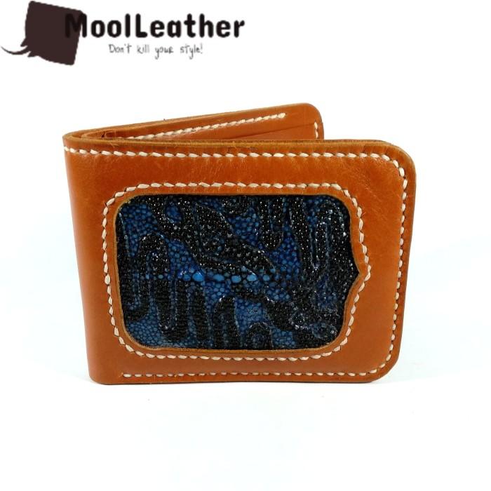 harga Dompet pria handmade asli kulit ikan pari ukir motif batik parang biru Tokopedia.com
