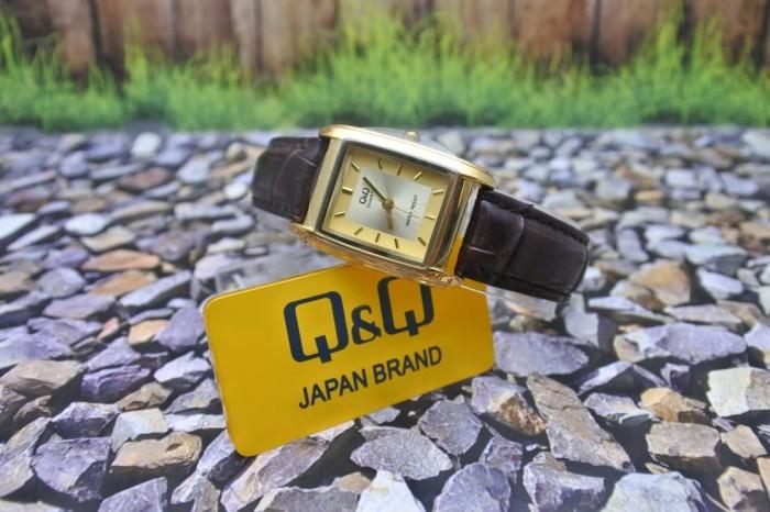 harga Q&q analog jam tangan wanita strap kulit cokelat vg31j100y original Tokopedia.com