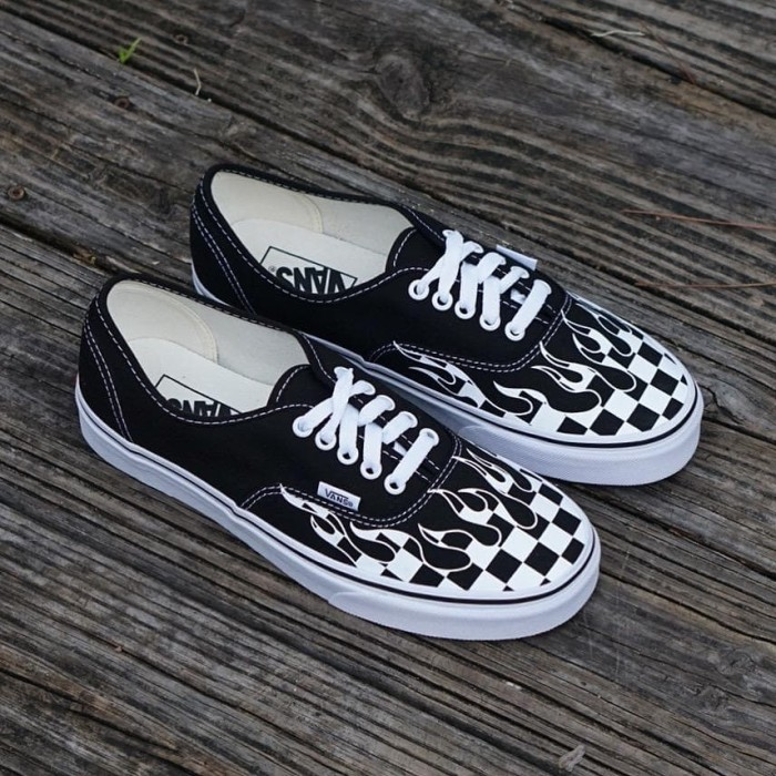 7722acc1cc Jual Vans Authentic Checker Flame ORIGINAL Sneaker for Menn - DKI ...
