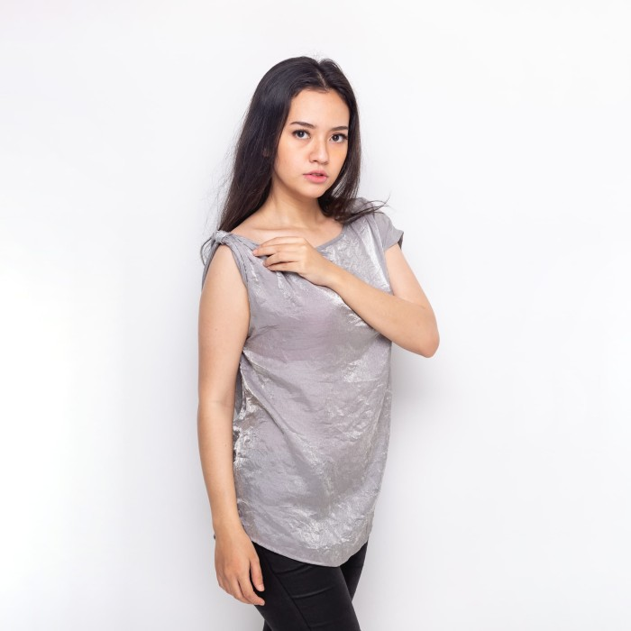 Foto Produk Sophistix Hunny Blouse Warna Silver - Perak, M dari Sophistix Official Store
