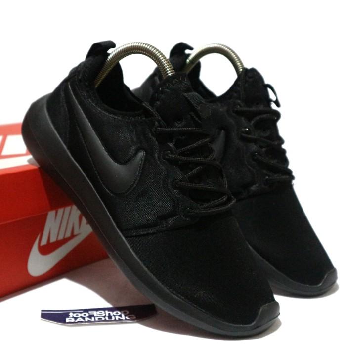 factory authentic d72d4 82052 Jual Sepatu Sneakers Nike Roshe Two Triple Black 37 - 44 Premium BNIB -  Kota Bandung - FTS Sneakers | Tokopedia