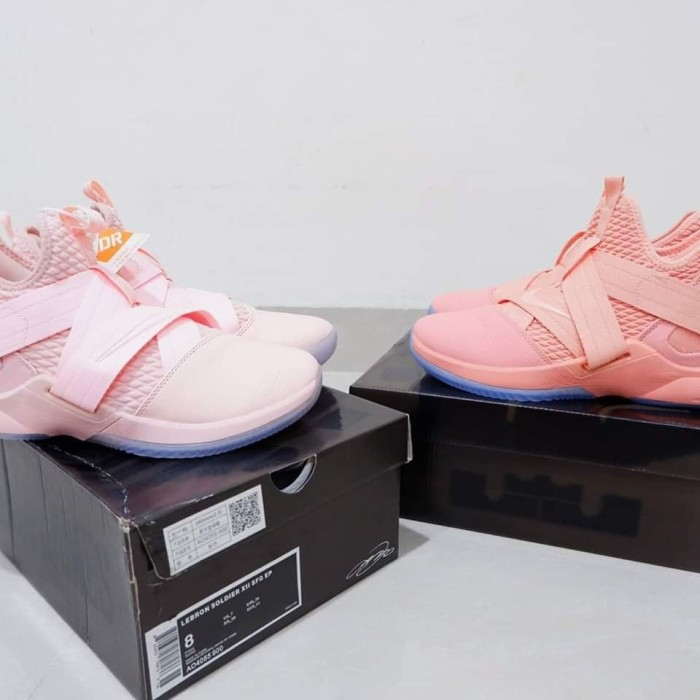 online retailer adeca 4c586 Jual Sepatu Basket LeBron Soldier 12 High Soft Pink - Kota Batam -  panditshop | Tokopedia