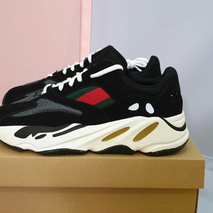 detailed look 31e40 46cd6 Jual Adidas Yeezy x Gucci (RealPict) «MOST HYPE» - DKI Jakarta -  EmbunpagiSneakers | Tokopedia