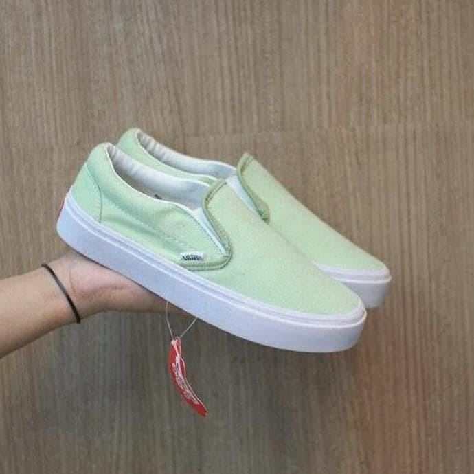 Katalog Sepatu Vans Slip On Women Sepatu SneakersSpotharga.com Harga Sepatu  Vans Wanita Cewek ... fc3fbcd7a0