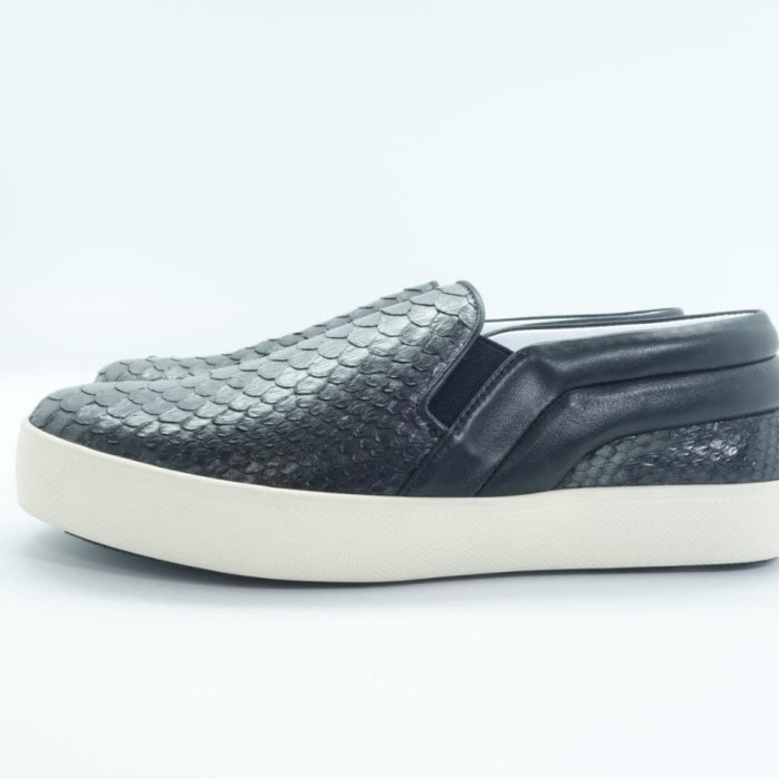 harga Marnova - haven slip on sneaker - python black brush silver - hitam 36 Tokopedia.com