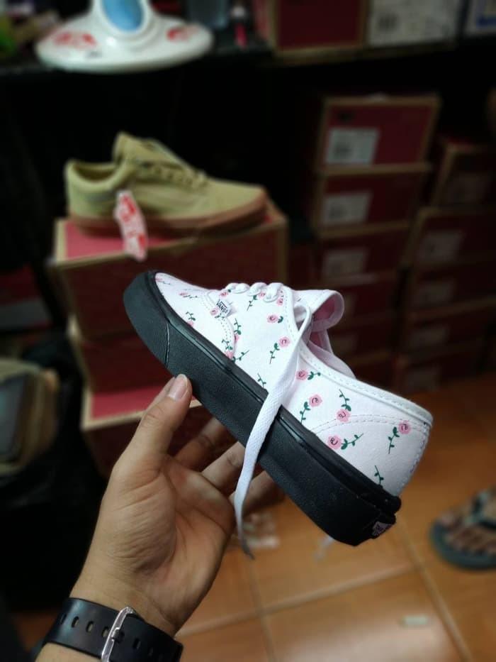 c3b4b28ec7 Jual Sepatu Sneakers Vans Authentic Multi Floral Women - DKI Jakarta ...