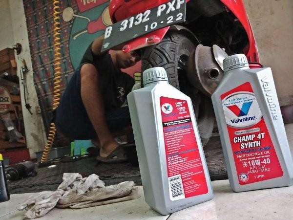 Jual Oli Valvoline Champ 4T Synth Motorcycle Oil 10w-40 1Liter - Jakarta  Pusat - jaryat | Tokopedia