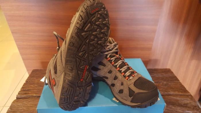 Jual murah Sepatu Gunung Columbia Redmond Mid Waterproof Black Gypsy ... cefb289a14