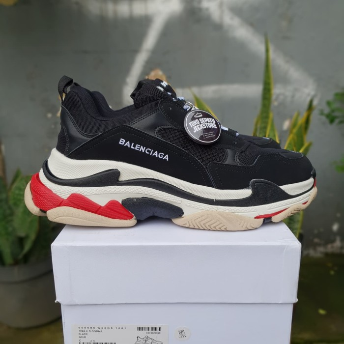 36d5a85bf4b SEPATU BALENCIAGA TRIPLE S TRAINERS BLACK RED UNAUTHORIZED AUTHENTIC