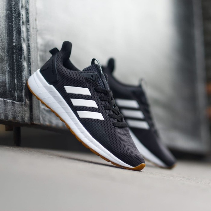 on sale fa613 f351a Jual Adidas Questar Ride Black White White ORIGINAL Sneaker For Men -  Jakarta Selatan - Rikedom STORE | Tokopedia