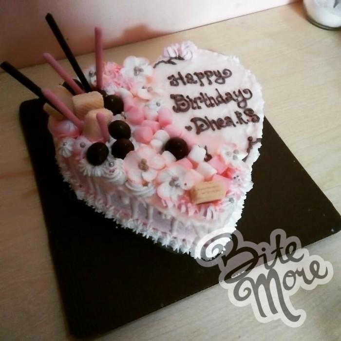 Jual Kue Ulang Tahun Bentuk Hati Heart Shaped Cake Jakarta Timur Bitemore Tokopedia