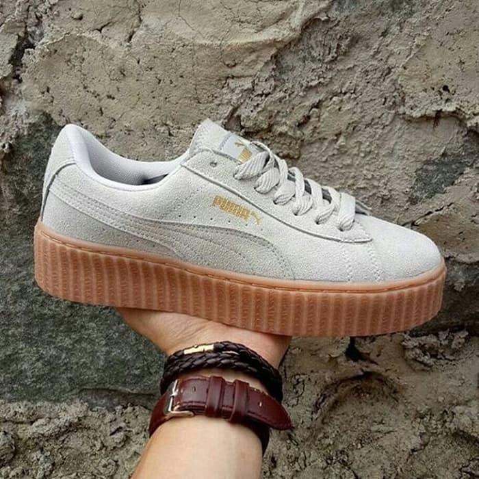 Sepatu Dance Sneakers Jalan Santai Keren Puma Rihanna X Suede Cewek -  Putih 1f7df2f40e