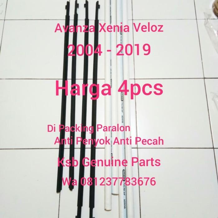 Foto Produk Pelipit Pintu Karet Kaca Luar 4 pcs Atau 1 Set Avanza Xenia Original dari KSB Genuine Parts