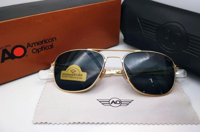 Kacamata hitam AO Diamond Hard gold lensa kaca hitam full se Tokopedia 1c4448ac3a