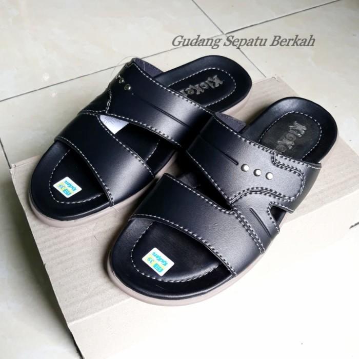harga Sandal kulit pria selop casual kickers santai jepit slip on Tokopedia.com