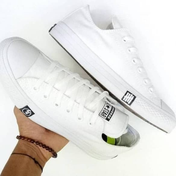 0cfa9878ebd8 ... harga Sepatu converse undefeated petir low 37-43 sepatu couple  Tokopedia.com