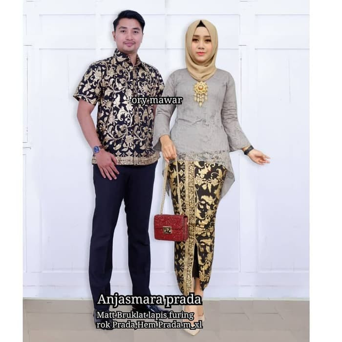 107 Gambar Baju Couple Batik Brokat Paling Bagus
