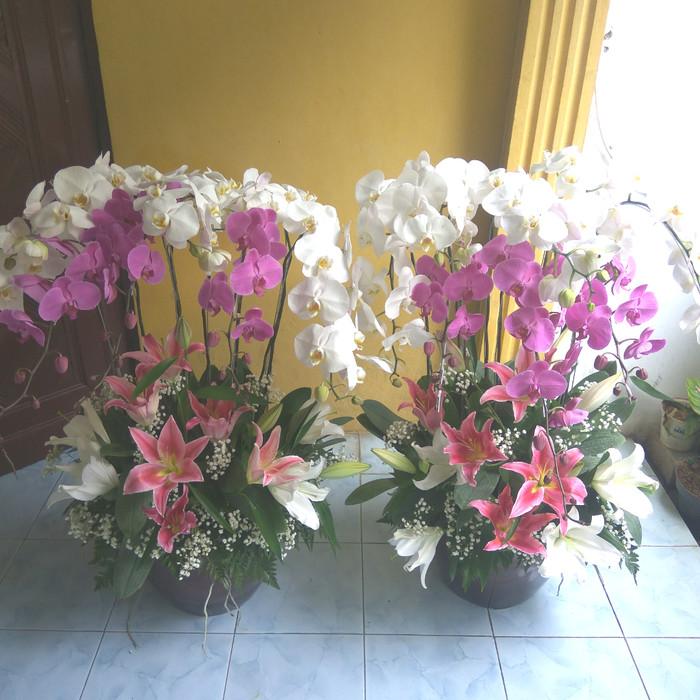 Jual Jual Rangkaian Bunga Anggrek Bulan Ungu Putih Jakarta Barat Ayudia Florist Tokopedia