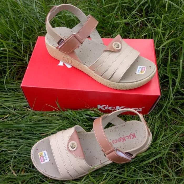 sepatu sandal let wanita Kickers tan krem
