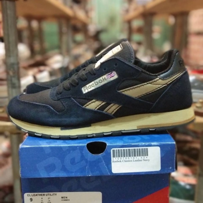 separation shoes 304f5 7e290 sepatu sneakers reebok classic utility navy leather