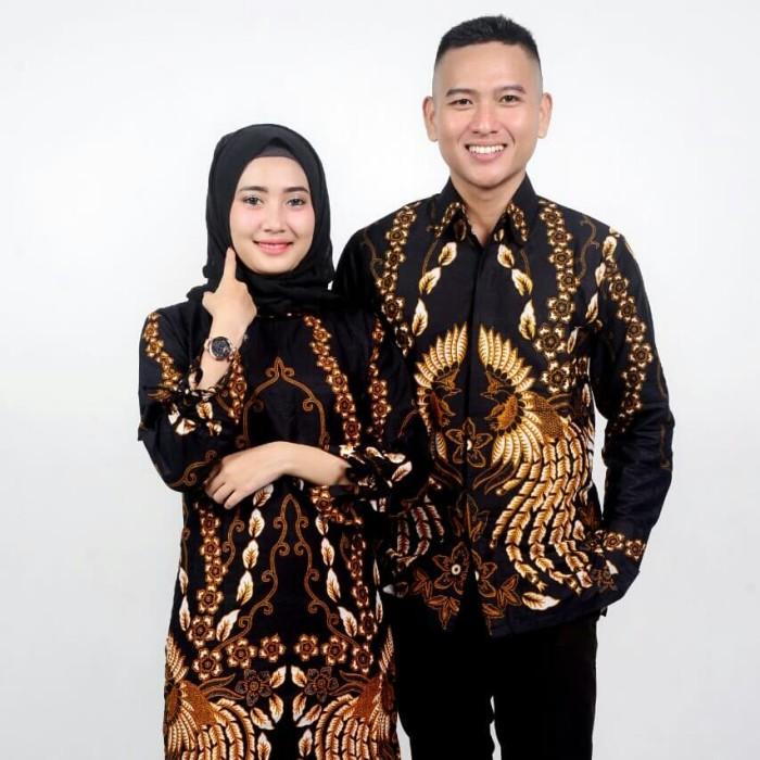 45 Gaya Baju Batik Couple Pria Wanita Paling Unik