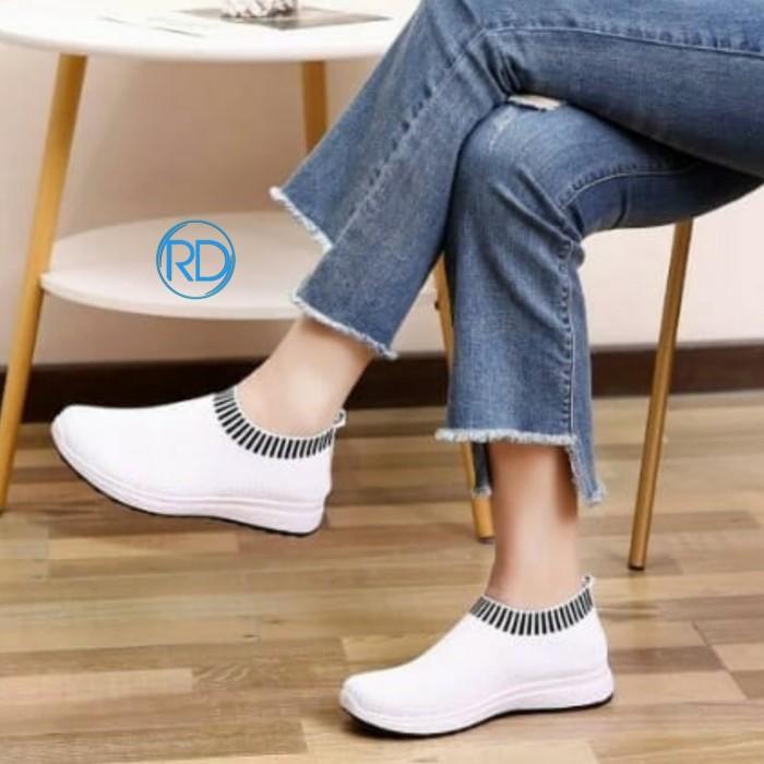 Jual sepatu slip on / sepatu wanita