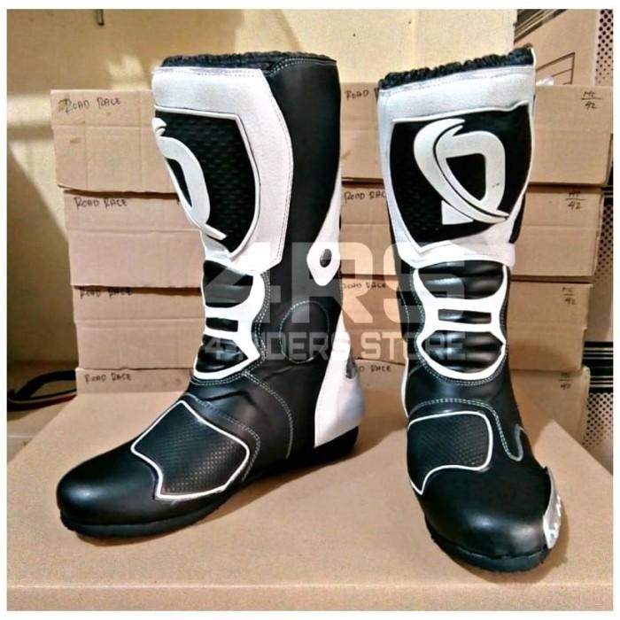 harga Promo sepatu balap dln roadrace racing boots - hitam putih Tokopedia.com