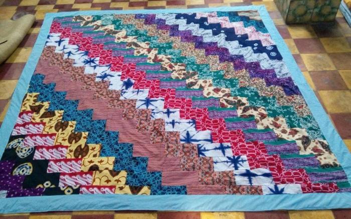Hasil gambar untuk membuat selimut dari kain perca