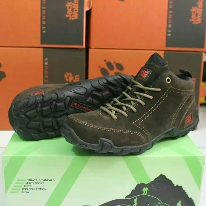 Sepatu Gunung Karrimor Low Tracking Sneakers Hiking Pria Waterproof 892e603d69