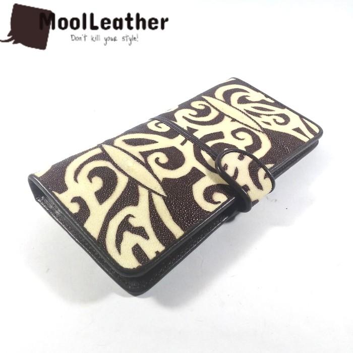 harga Dompet kulit ikan pari asli motif batik kalimantan warna coklat Tokopedia.com